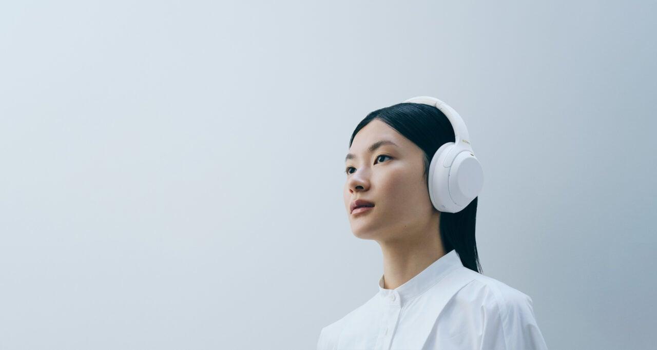 Sony lancia l'edizione speciale Silent White delle WH-1000XM4: nuova colorazione, stesse potenzialità (foto)