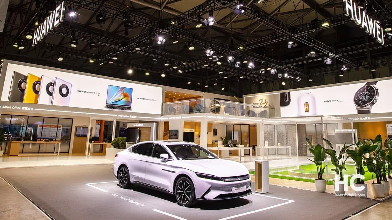 Huawei preannuncia il lancio dell'auto elettrica Polar Fox Alpha S con le sue soluzioni smart (foto)