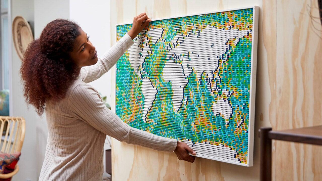 LEGO Mappa del Mondo ufficiale: il set più grande di sempre è un quadro di 11.700 mattoncini!