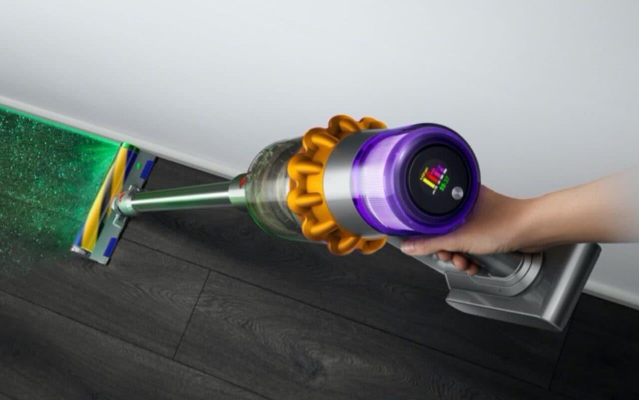La nuova frontiera delle pulizie domestiche? Per Dyson è un robot che sale e pulisce le scale