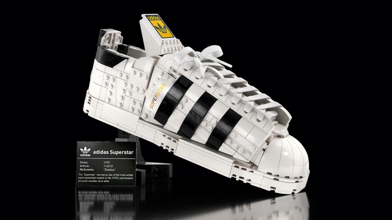 LEGOadidas Originals Superstar disponibile da oggi: l'iconica sneaker fatta di mattoncini (foto)