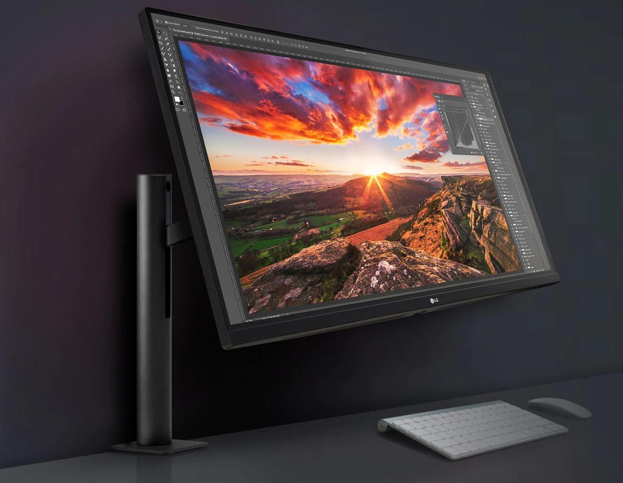 """Monitor LG ERGO da 32"""" è il miglior compagno da scrivania: prezzo al minimo storico"""
