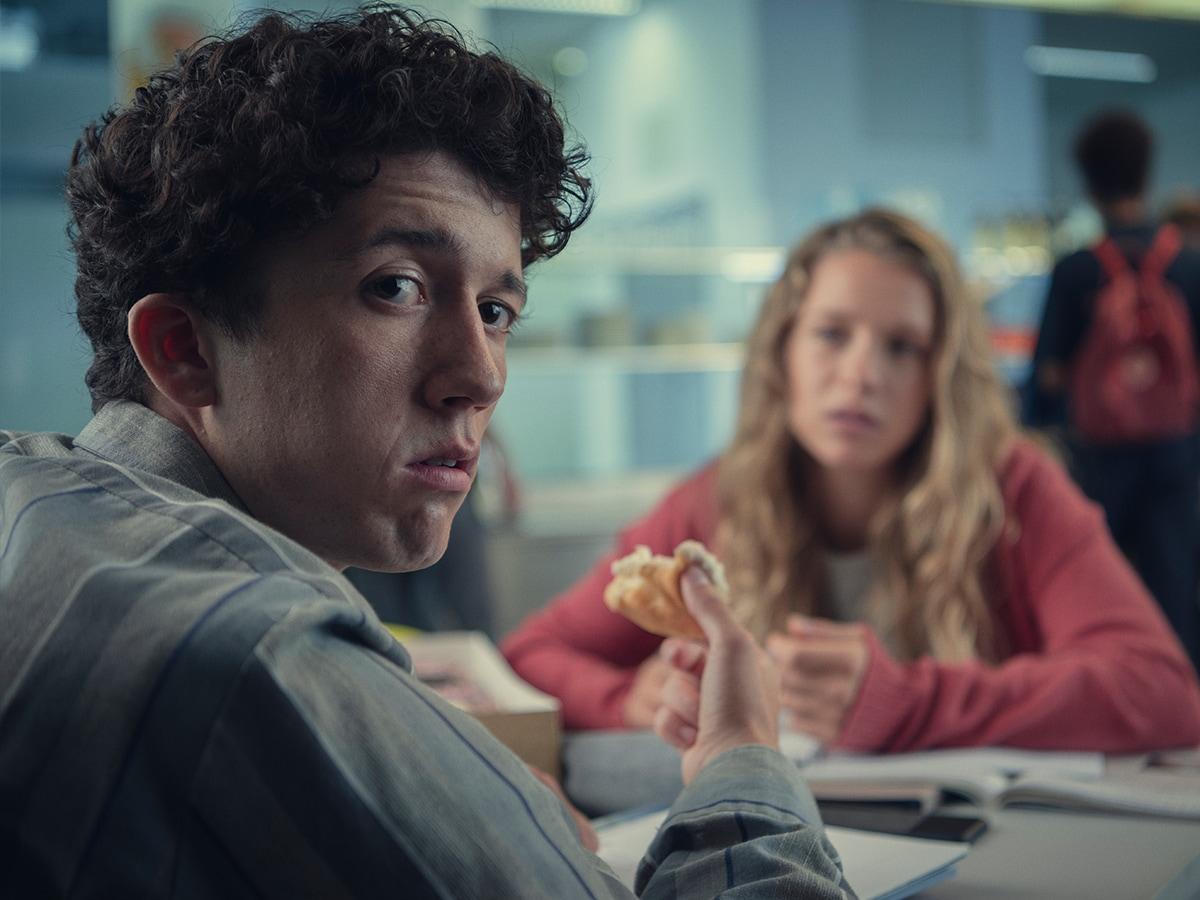 Il protagonista della serie TV Come vendere droga online 3.