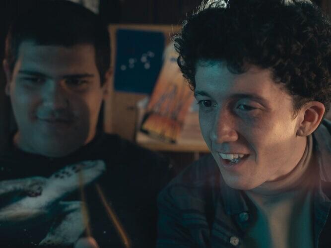 Moritz e Lenny nella serie TV Come vendere droga online (in fretta).