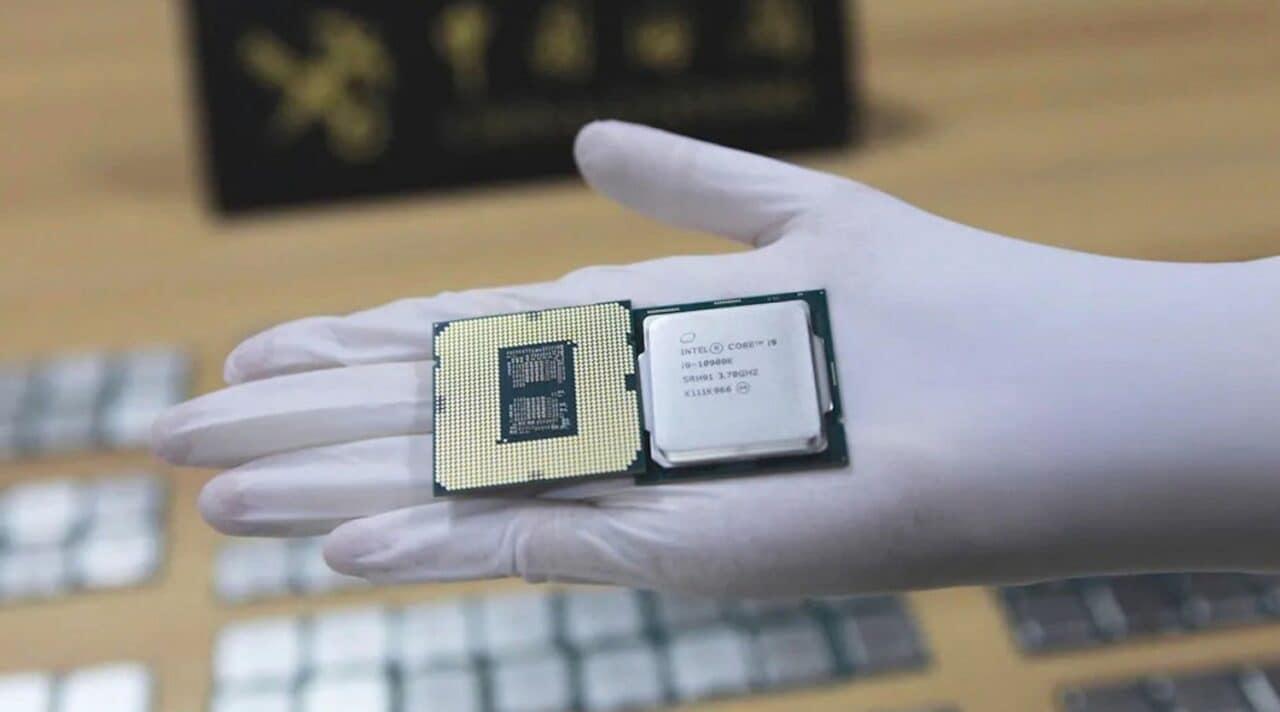 """I processori sono la """"droga"""" del momento: un uomo ha cercato di contrabbandare 256 CPU Intel in Cina (foto)"""