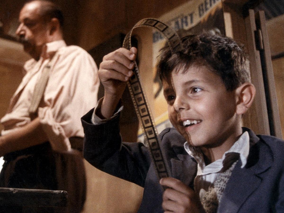 """Una scena del film """"Nuovo Cinema Paradiso"""": i film da guardare su RaiPlay."""