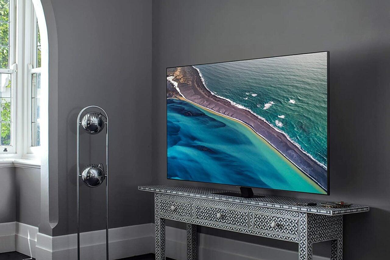 """Smart TV Samsung QLED imperdibili su Amazon: modelli da 50"""" in forte sconto"""