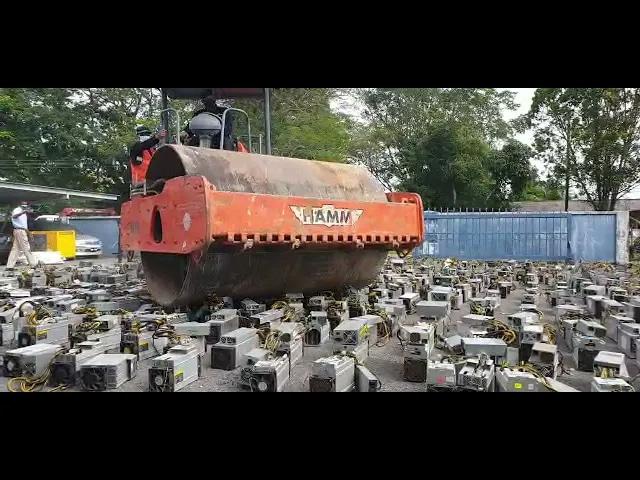 La Malesia non va per il sottile contro i criptominer, ovvero mai visto un bulldozer schiacciare 1.000 PC? (video)